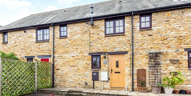 Guide Price £250,000, 2 Bedroom Terraced House For Sale in Croughton, NN13