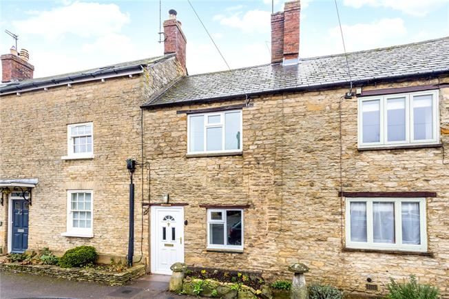 Guide Price £285,000, 2 Bedroom Terraced House For Sale in Bicester, Oxfordshire, OX27