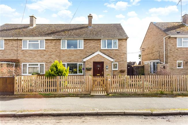 Asking Price £335,000, 3 Bedroom Semi Detached House For Sale in Deddington, OX15