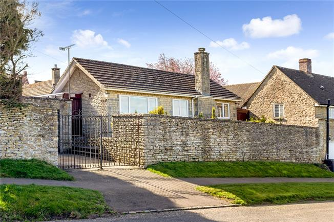 Guide Price £400,000, 2 Bedroom Bungalow For Sale in Aynho, OX17