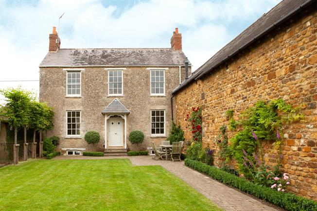 Guide Price £695,000, 4 Bedroom House For Sale in Banbury, Oxfordshire, OX15