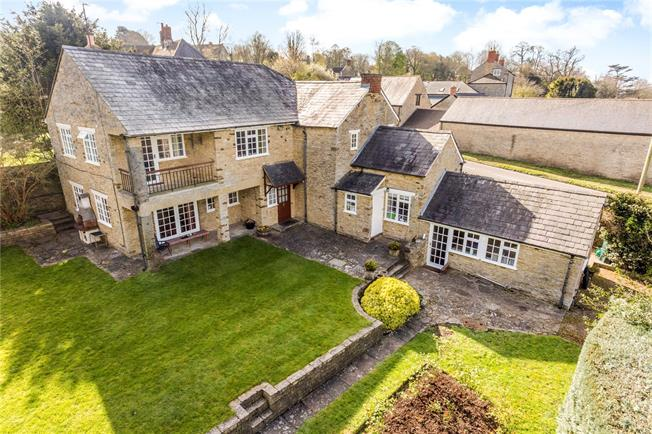 Asking Price £900,000, 4 Bedroom Detached House For Sale in Aynho, OX17