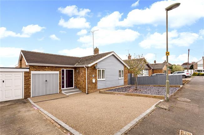Guide Price £415,000, 3 Bedroom Bungalow For Sale in Hempton, OX15