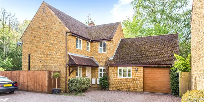 Guide Price £550,000, 4 Bedroom Detached House For Sale in Banbury, Oxfordshire, OX15