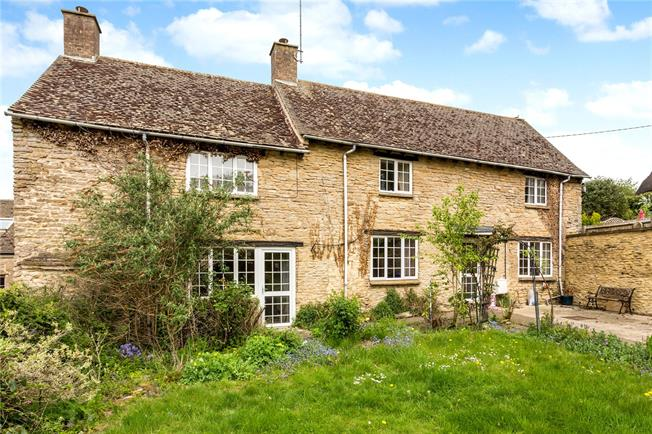Guide Price £375,000, 3 Bedroom Detached House For Sale in Aynho, OX17