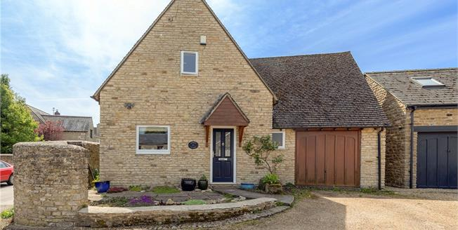 Guide Price £595,000, 3 Bedroom Detached House For Sale in Bicester, Oxfordshire, OX27