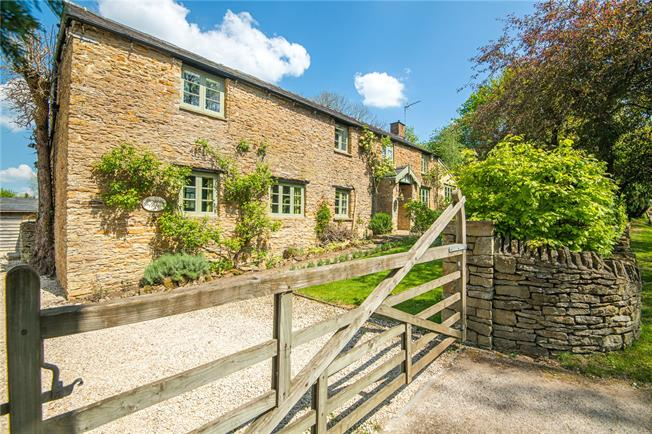 Guide Price £850,000, 4 Bedroom Detached House For Sale in Croughton, NN13