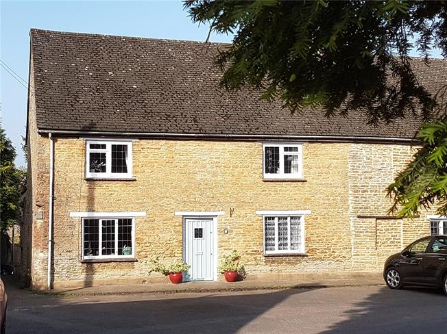 Guide Price £368,000, 2 Bedroom End of Terrace House For Sale in Aynho, OX17