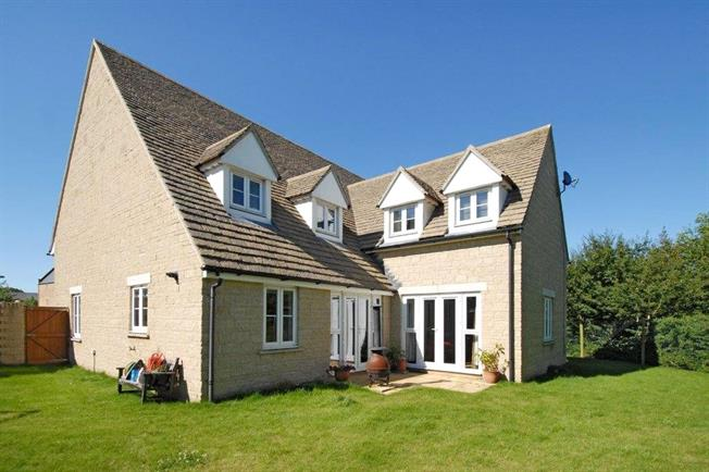 Asking Price £750,000, 5 Bedroom Detached House For Sale in Oxfordshire, OX7