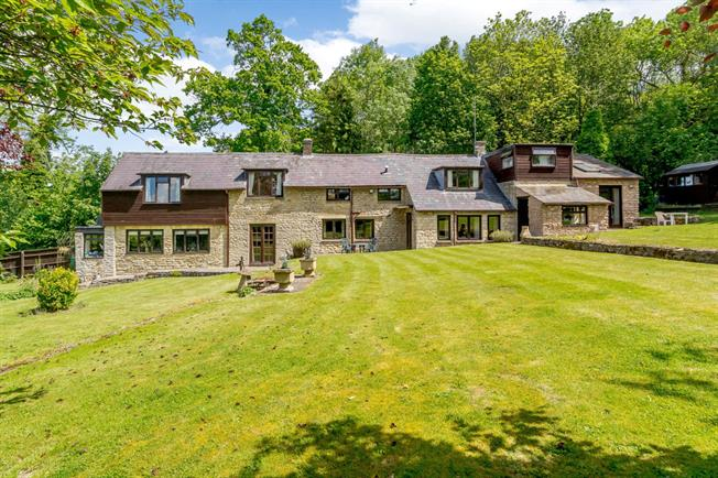 Guide Price £745,000, 4 Bedroom Detached House For Sale in Oxfordshire, OX27