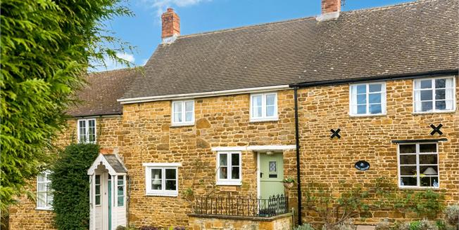 Guide Price £339,950, 2 Bedroom Terraced House For Sale in Banbury, Oxfordshire, OX17