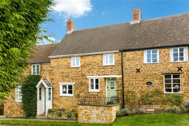 Guide Price £339,950, 2 Bedroom House For Sale in Banbury, Oxfordshire, OX17