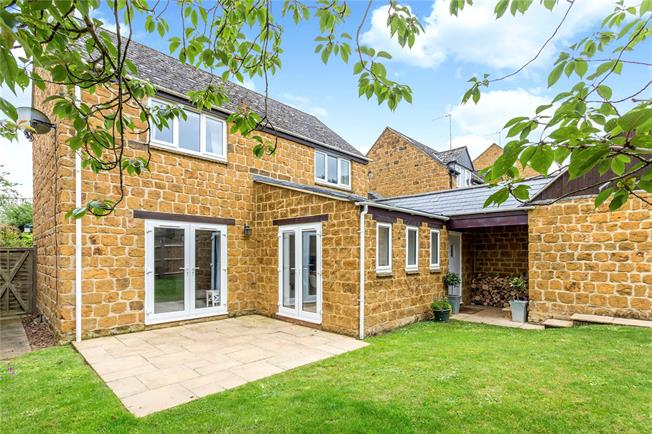 Guide Price £400,000, 3 Bedroom Detached House For Sale in Oxfordshire, OX15