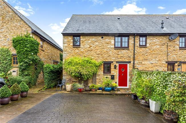 Guide Price £280,000, 2 Bedroom Semi Detached House For Sale in Brackley, Northamptonshir, NN13