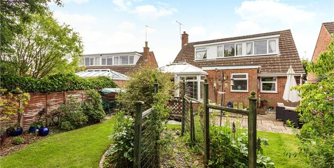 Guide Price £385,000, 2 Bedroom Detached House For Sale in Banbury, Oxfordshire, OX17