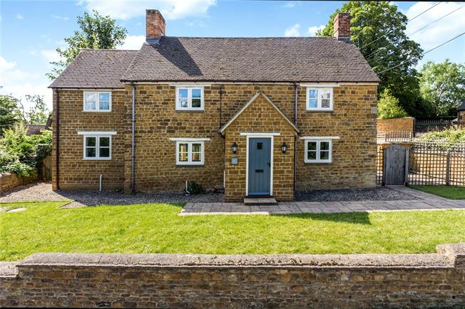 Guide Price £725,000, 4 Bedroom Detached House For Sale in Oxfordshire, OX15