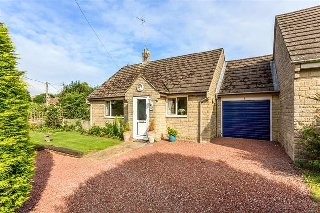 Guide Price £295,000, 2 Bedroom Bungalow For Sale in Brackley, Northamptonshir, NN13