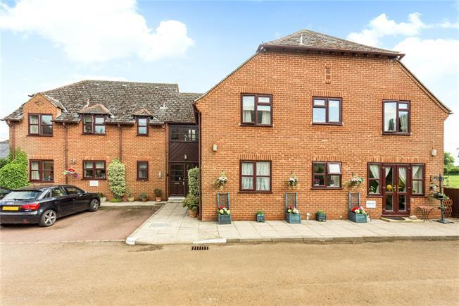 Guide Price £160,000, 2 Bedroom Flat For Sale in Deddington, OX15