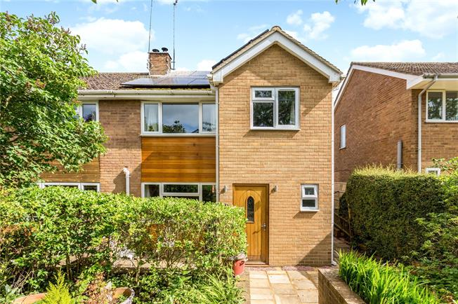 Guide Price £330,000, 3 Bedroom Semi Detached House For Sale in Bicester, Oxfordshire, OX25