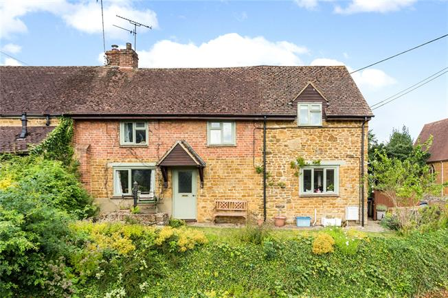 Asking Price £300,000, 2 Bedroom End of Terrace House For Sale in Banbury, Oxfordshire, OX15