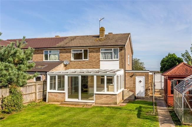 Guide Price £325,000, 3 Bedroom Semi Detached House For Sale in Banbury, Oxfordshire, OX15