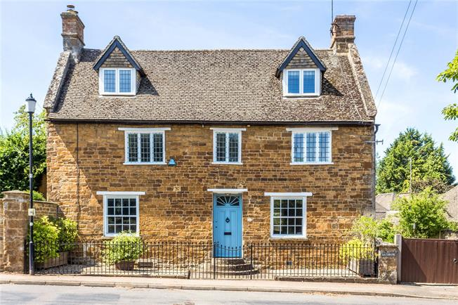 Guide Price £925,000, 5 Bedroom Detached House For Sale in Adderbury, OX17