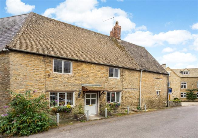 Guide Price £275,000, 3 Bedroom Terraced House For Sale in Banbury, Northamptonshire, OX17