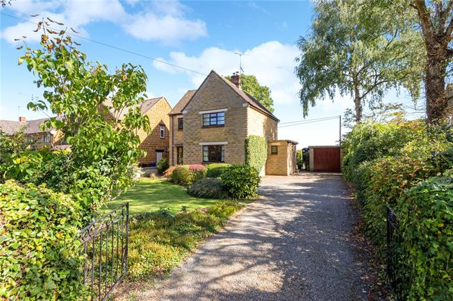 Guide Price £525,000, 4 Bedroom Detached House For Sale in Banbury, Oxfordshire, OX15