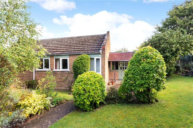 Guide Price £335,000, 3 Bedroom Bungalow For Sale in Bicester, Oxfordshire, OX25