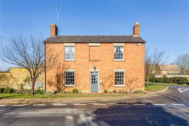 Guide Price £795,000, 4 Bedroom Detached House For Sale in Deddington, OX15