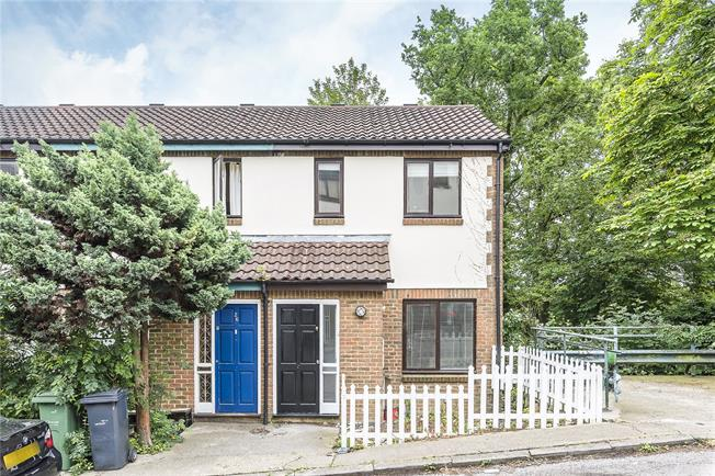 Offers in excess of £325,000, 1 Bedroom House For Sale in London, SE27