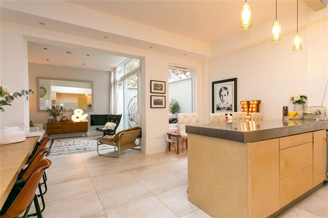 Asking Price £1,395,000, 4 Bedroom Semi Detached House For Sale in London, SE22