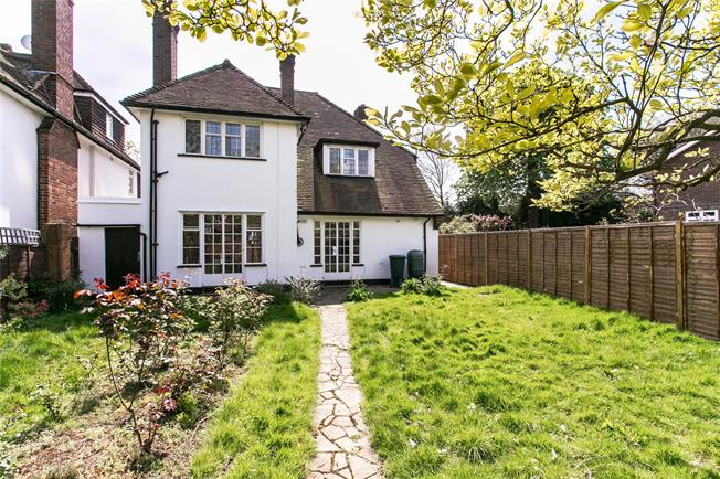 Offers in excess of £999,995, 4 Bedroom House For Sale in London, SE26