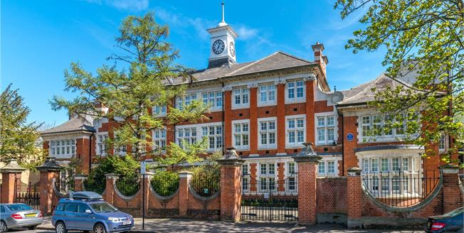 Asking Price £550,000, 2 Bedroom Flat For Sale in London, SE5