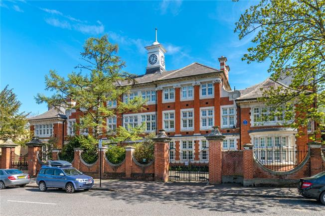 Asking Price £595,000, 2 Bedroom Flat For Sale in London, SE5