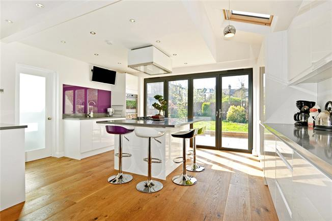 Asking Price £1,000,000, 4 Bedroom House For Sale in London, SE22