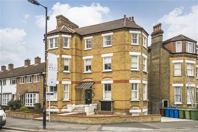 Asking Price £350,000, 1 Bedroom Flat For Sale in London, SE21