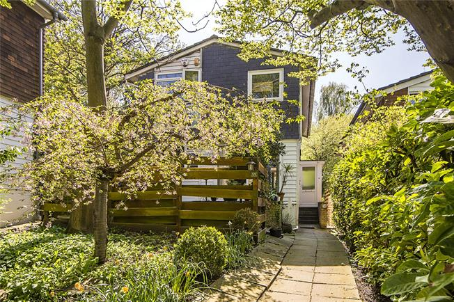 Asking Price £760,000, 4 Bedroom Detached House For Sale in London, SE21