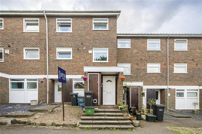 Asking Price £350,000, 2 Bedroom Flat For Sale in London, SE19