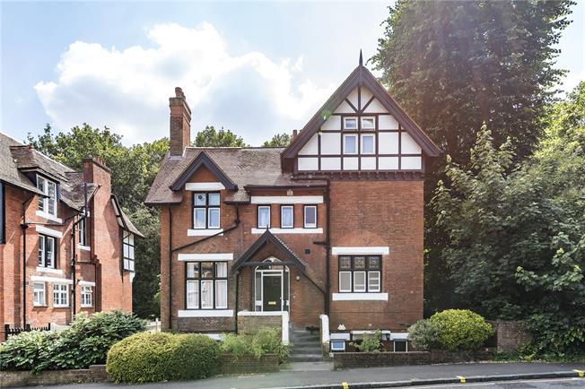 Offers in excess of £500,000, 3 Bedroom Maisonette For Sale in London, SE26