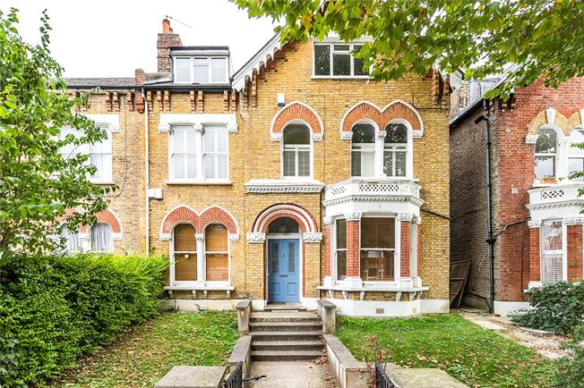 Offers in excess of £600,000, 3 Bedroom Flat For Sale in London, SE22