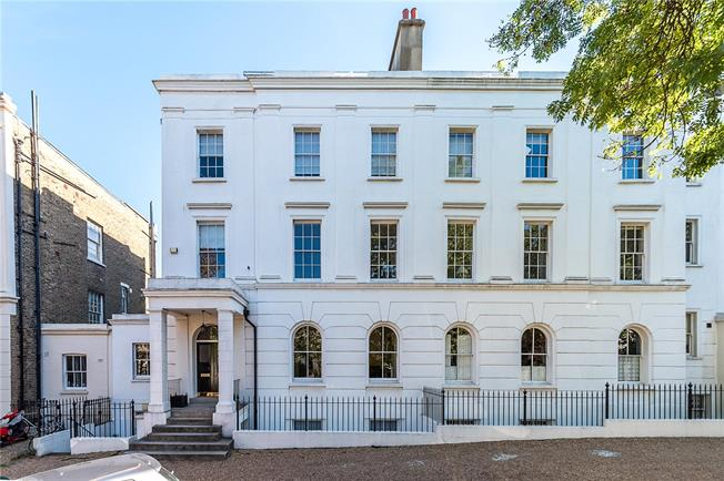 Asking Price £700,000, 2 Bedroom Flat For Sale in London, SE5
