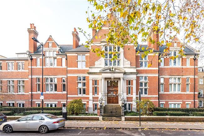 Asking Price £650,000, 2 Bedroom Flat For Sale in London, SE5