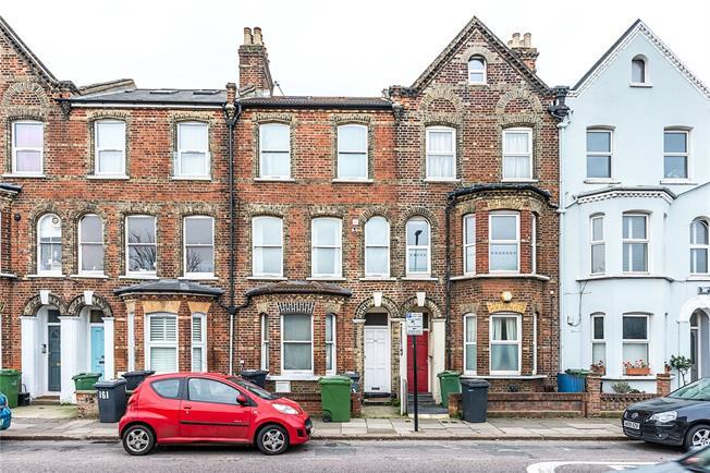 Asking Price £340,000, 2 Bedroom Flat For Sale in London, SE24