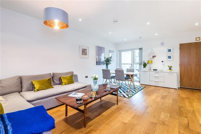 Asking Price £550,000, 2 Bedroom Flat For Sale in London, SE19