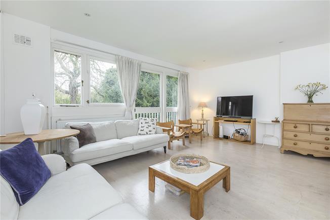 Asking Price £580,000, 3 Bedroom Flat For Sale in London, SE21