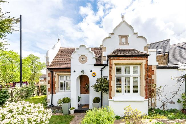 Asking Price £675,000, 2 Bedroom Detached House For Sale in London, SE19
