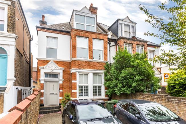 Asking Price £580,000, 2 Bedroom Flat For Sale in London, SE5