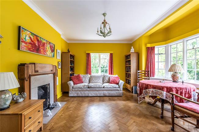 Offers in excess of £450,000, 2 Bedroom Flat For Sale in London, SE26