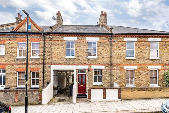 Asking Price £550,000, 3 Bedroom House For Sale in London, SE27